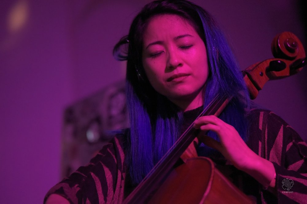 Comport-records-Multiversum-Ruigoord-The-Wong-Janice-cellist-Amsterdam-cello-music-for-meditation-photo-by-Erce-Sargin-1.jpg