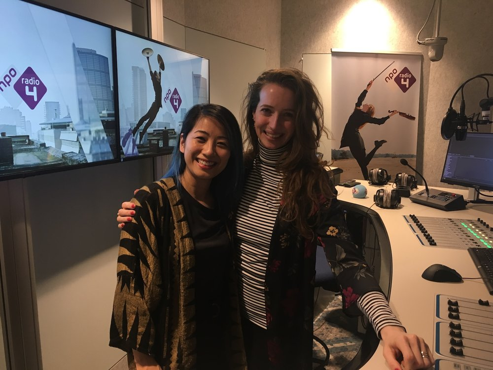 The-Wong-Janice-classical-cellist-voor-de-dag-with-Micha-Windgassen-host-NPO-Radio-4-Hilversum-cello-music-for-meditation.jpg