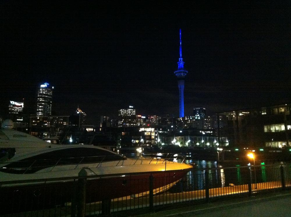 Auckland - Sky Tower und mein neues Boot :P