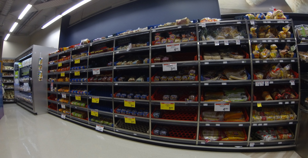 "Toastbrot Regal im ""New World Supermarket"""