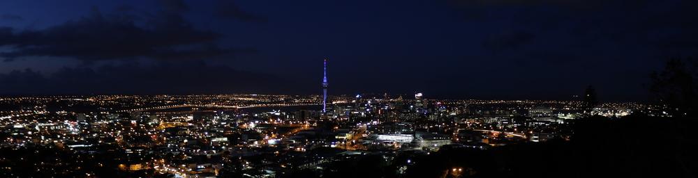 Mt Eden (196m) - Blick auf AKL downtown bei Nacht