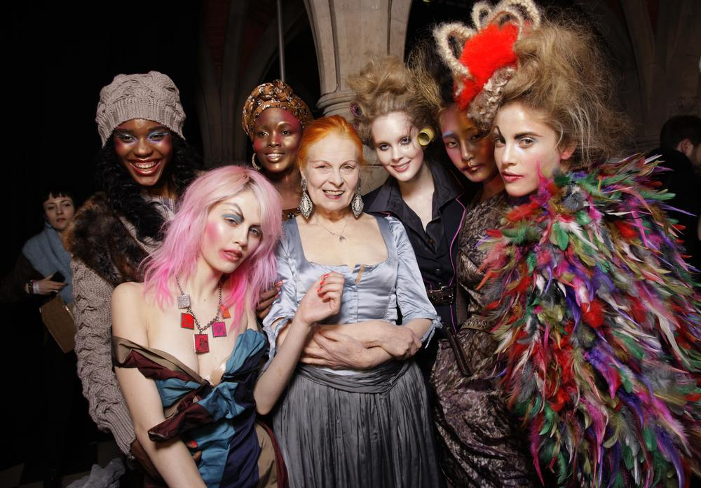 vivienne-westwood-backstage-with-catwalk-models-at-lfw-aw11.jpg