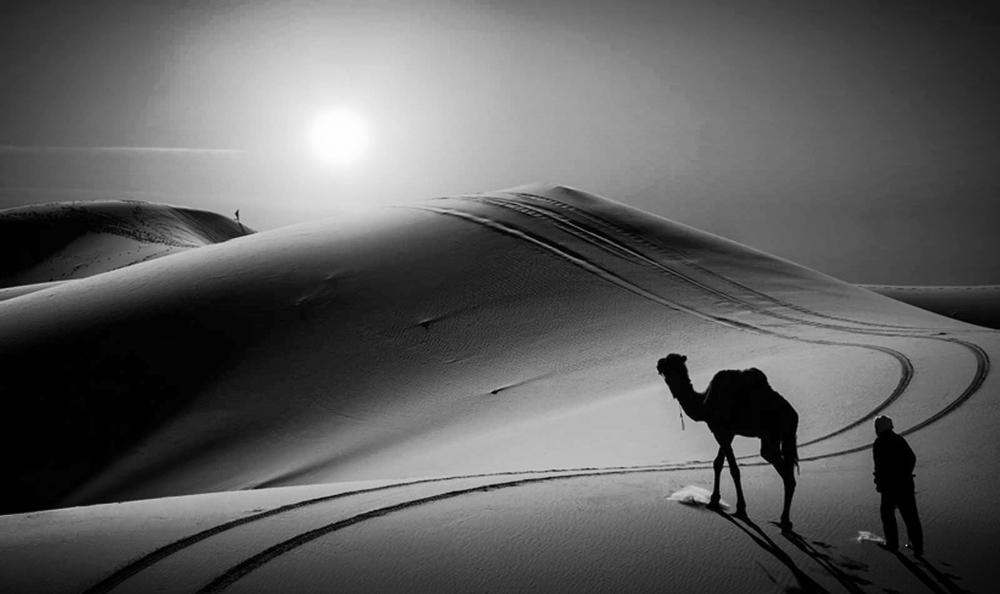 Running barefoot, Sahara Desert