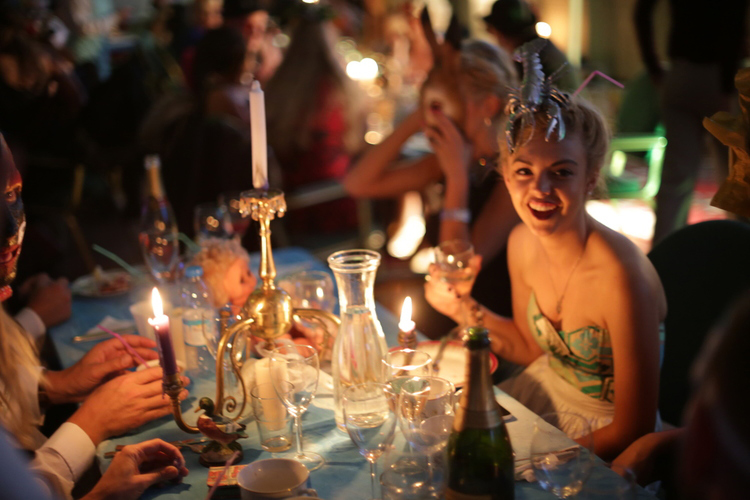From Paris, Leah says: Best dinner masquerade party ever!   423 members have recently added their best dinner masquerade party to Leah's lifestyle compilation