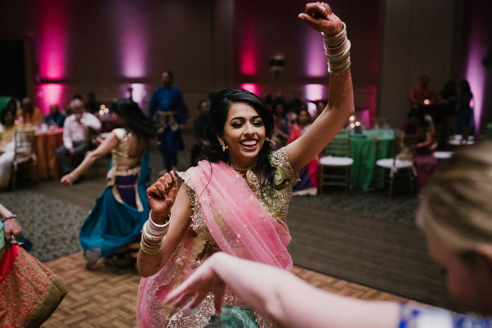 Aparna-Ankit-Patel-Shah-Detroit-Michigan-Shadow-Shine-Pictures-Photography-Indian-Cinematographer-Garba-Raas-Wedding