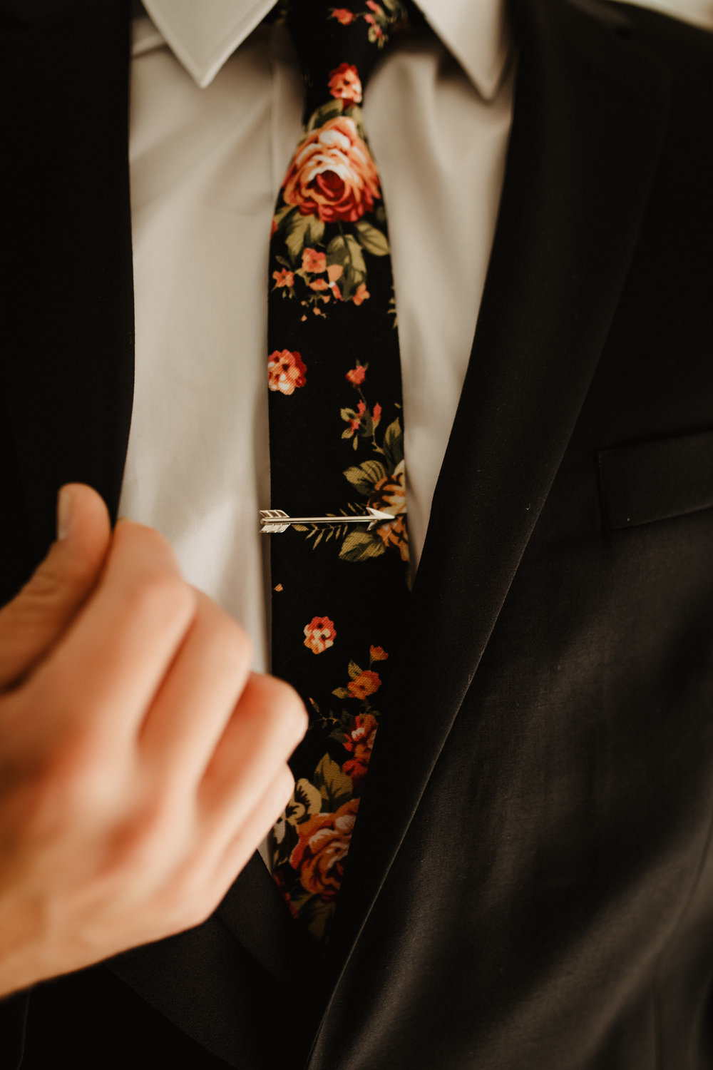 Groom-Wedding-Suit-Tie-01