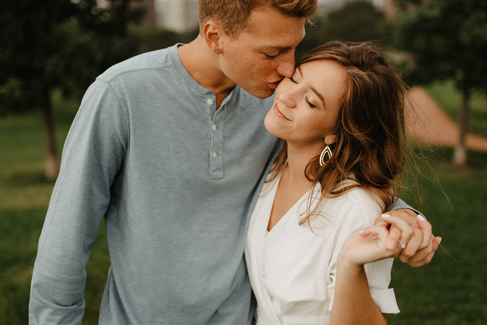 Taryn-Zak-Chicago-Engagement-11