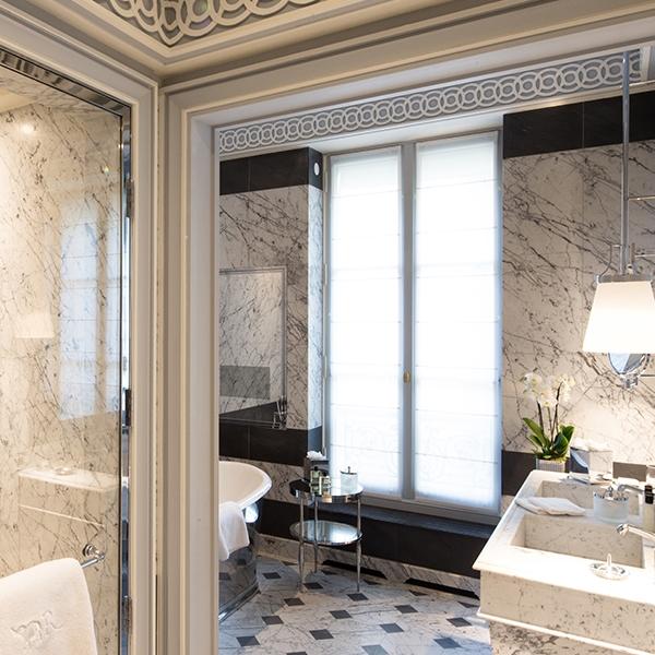 La-Reserve-Paris-Deluxe-Room-I4.jpg