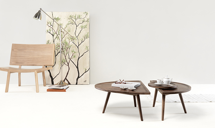 COLOMBO TABLE BY GONÇALO CAMPOS FOR WEWOOD. Avaliable in solid oak or in solid walnut.
