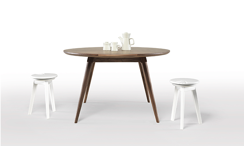 MARIA Dining Table   Because we are talking about leisure moments, a round table makes good sense for the conversations into night away.