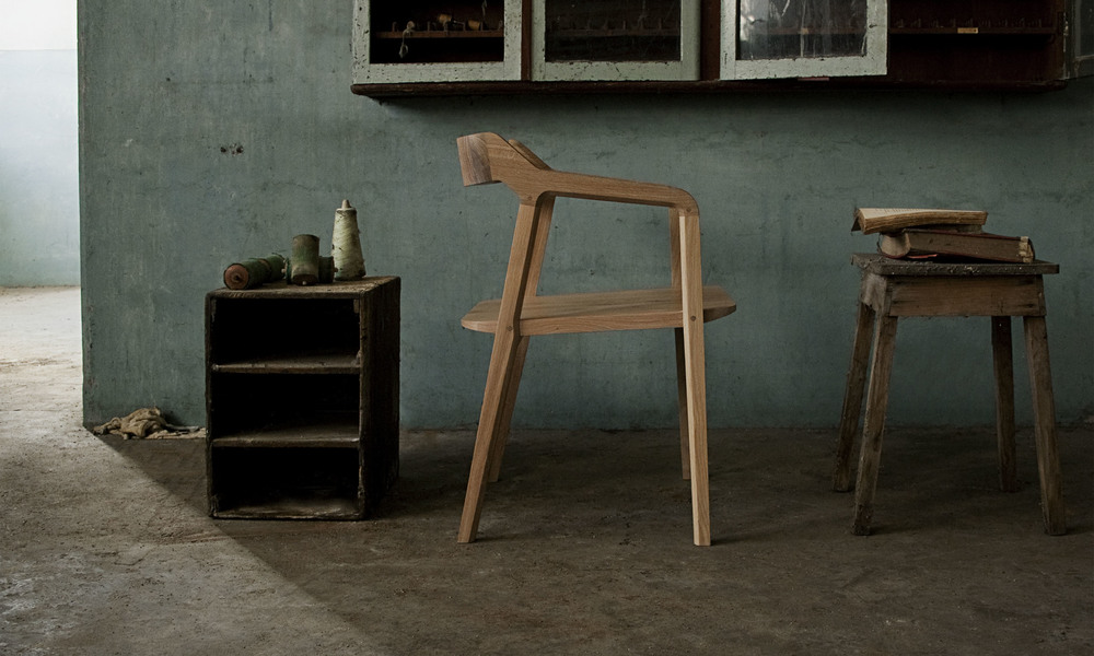 Robust and delicated,  KUNDERA  is perfect for a working or dining chair.