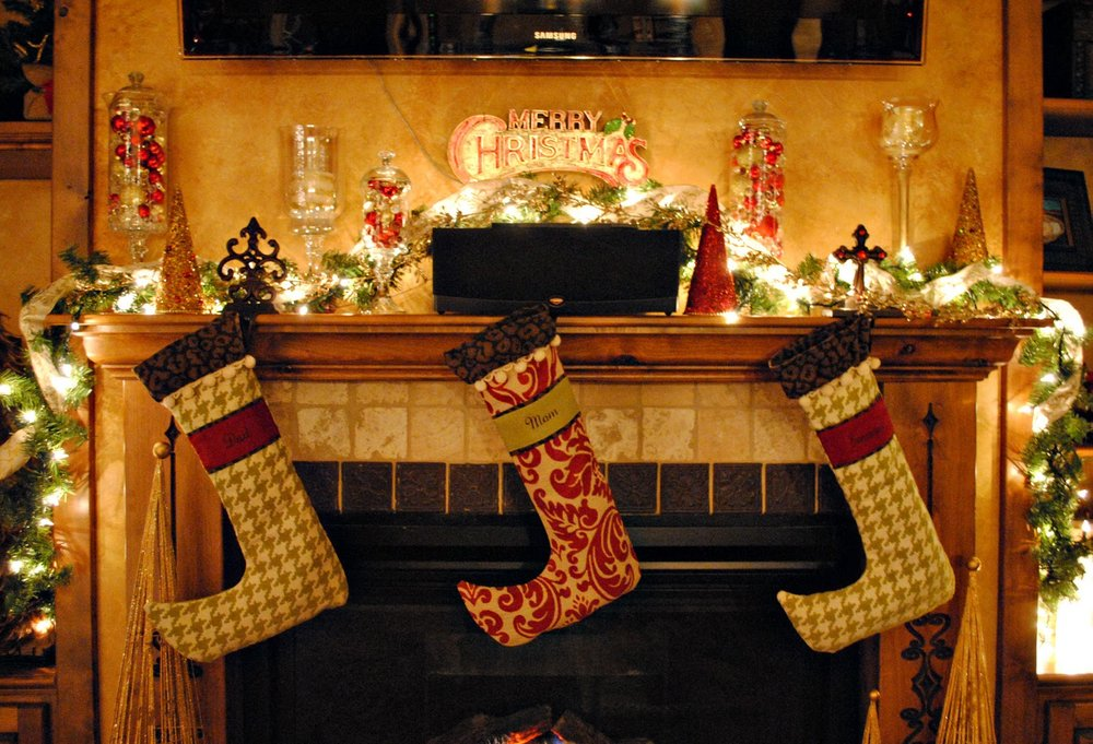 exquisite-christmas-fireplace-decorations-ideas-on-decor-with-graceful-christmas-fireplace-decorations-with-cute-christmas-stocking-collection.jpg