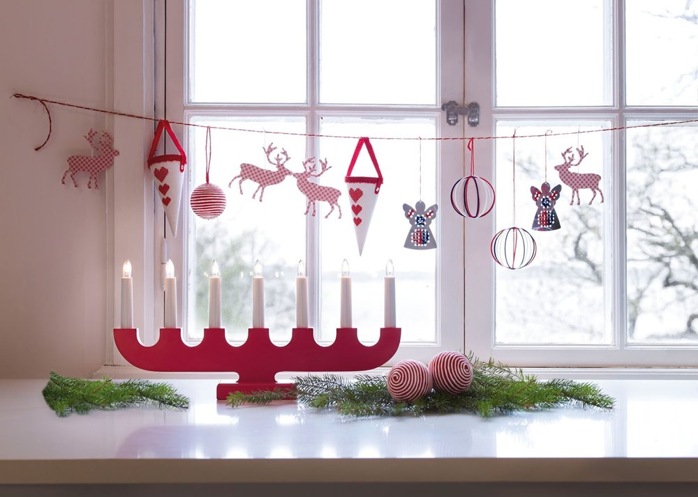 fabulous-modern-interior-christmas-window-decor-idea-wall-mounted-modern-interior-decoration-christmas-window-red-thread-with-assorted-colors-amusing-hanging-christmas-accessories-freestanding-red-uni.jpg