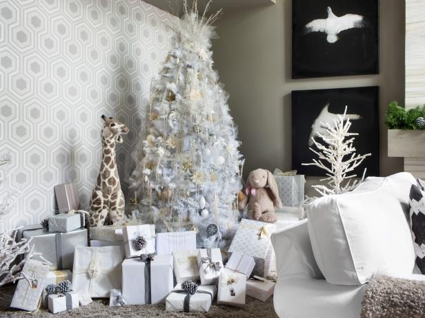 BPF_holiday-house_interior_all_white_christmas_tree_beauty_h.jpg.rend.hgtvcom.616.462.jpeg