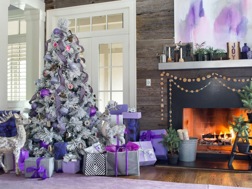 Original_BPF-Holiday-House_hgtv_interior_royal-tones_tree_h.jpg.rend.hgtvcom.966.725.jpeg