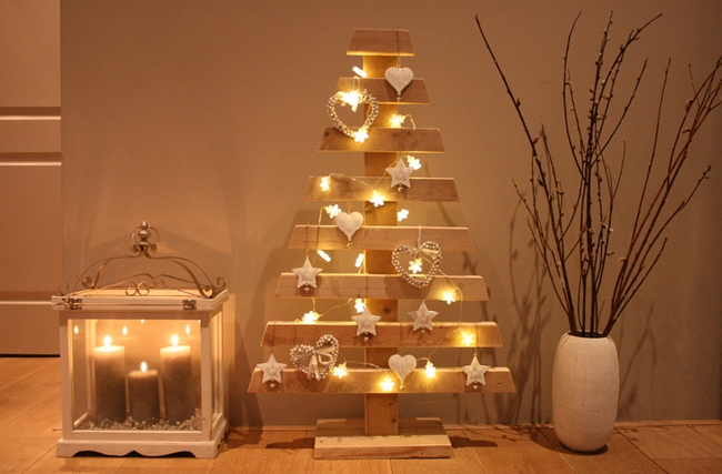 last-minute-diy-christmas-decorations-candles-lights-chains-wooden-christmas-tree.jpg