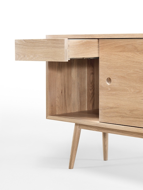 CLASSIC_sideboard_front_02.jpg