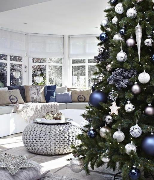 982b0108cd4f7f31c4df9afe816a7ab9--white-christmas-decorations-blue-christmas-trees.jpg