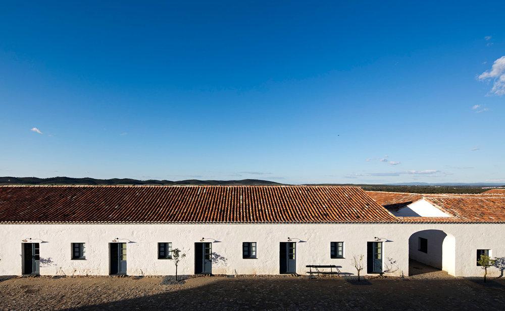 sao-lourenco-do-barrocal-eduardo-souto-de-moura-architecture-hotels-portugal_dezeen_2364_col_14.jpg