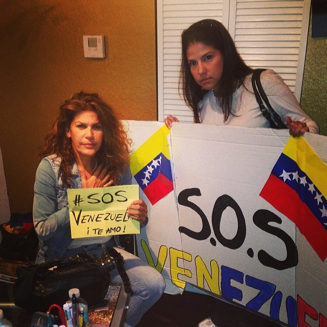 Con Luz Marina @_LuzMarina poniendo nuestro granito de arena por Venezuela