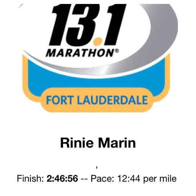 Aaaaaaahhhhhh no lo hice en 2:52:00….. Hice las 13.1 millas en 2:46:56 wohoooooooooo!!!! I'm so happyyyy!!!! I did it in 2:46:56 wohoooooooo!!!!! 😂😂😂😂😂😂😂😂😂😂😂 😎 #ofcourseyoucan @moniroa  (at Brickell Run)