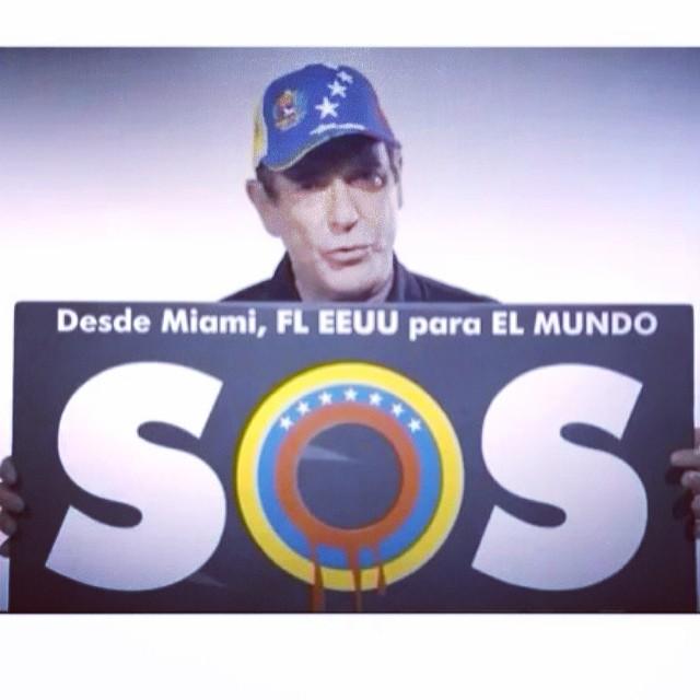 Los Venezolanos que estamos en el sur de la Florida, USA quisimos dar un mensaje de FUERZA, RESISTENCIA, APOYO, ADMIRACION a todos esos estudiantes y personas que día a día salen a la calle a luchar!!! A hacer sentir su voz!!! A expresar un mismo sentimiento!!! Ustedes son nuestros HEROES!!! Y para ustedes este video   http://m.youtube.com/watch?v=eFhgyXba8o4  BUSCALO y muestraselo a todos aquellos que siguen en la lucha… Y los que flaquearon mas aun!!! Porque es un mensaje de ANIMO de APOYO!!! #soytuvozvenezuela #somostuvozvenezuela #soyvenezolano #sosvenezuela #prayforvenezuela #fuerzavenezuela #venezuelasomostodos #venezuelacomoteextrano #venezuelatequierolibre #comomeduelesvenezuela #elquesecansapierde @leopoldolopez @liliantintori @mariacorinamachado @rodnerfigueroa