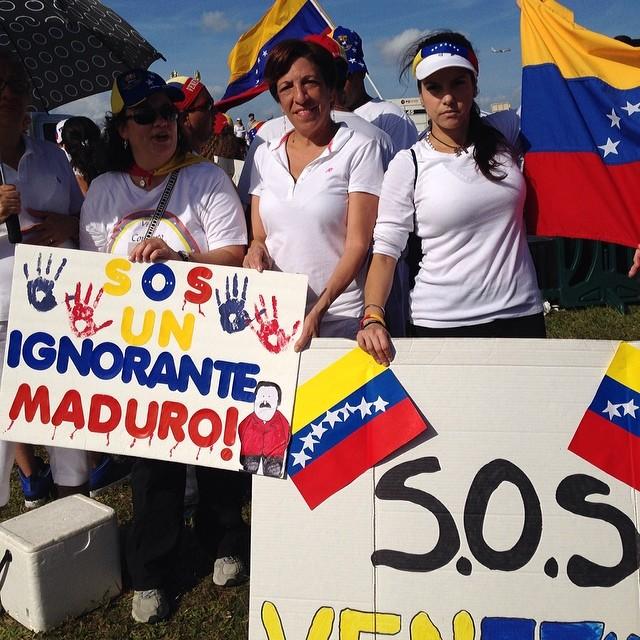 Seguimos en la lucha donde sea hasta el final!!! #lasalida #llegolahora #laluchasigue #venezuelacomoteextrano #venezuelatequierolibre #comomeduelesvenezuela #soyvenezolano #soytuvozvenezuela #somostuvozvenezuela #sosvenezuela #prayforvenezuela  (at JC Bermudez Park Doral)