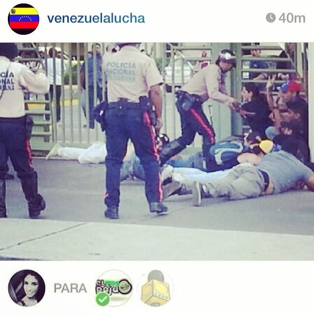 Porque tienen que atacar con armas contra quien no tiene!!! Ya bastaaaaaaaa!!!! #lasalida #llegolahora #laluchasigue #venezuelatequierolibre #venezurlacomoteextrano #comomeduelesvenezuela #12f #13f #14f #13fvnzlaenlacallenicolaspalconotevas