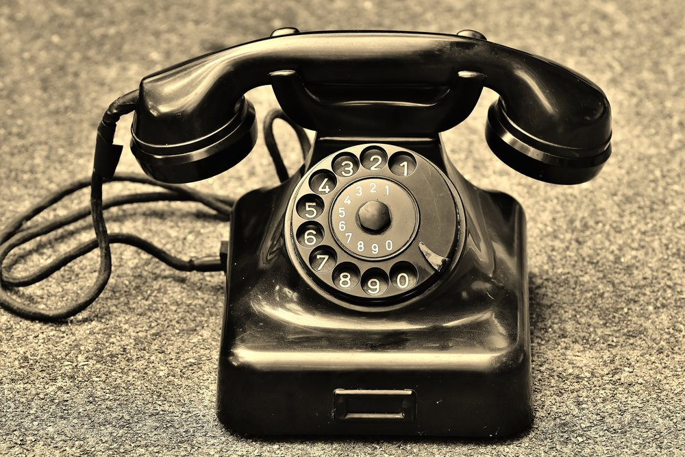 phone-old-year-built-1955-bakelite-163104.jpeg