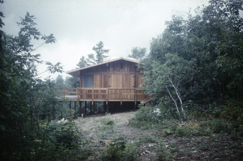 Hugh Jacobsen's very first house design. It was destroyed in a forest fire a year after its completion.