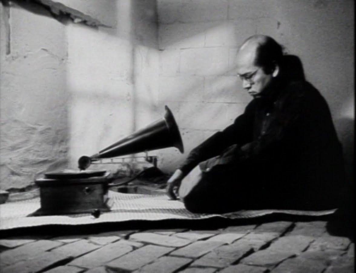 A still from Marlon Fuentes' film, Bontoc Eulogy - via the UGAT blog
