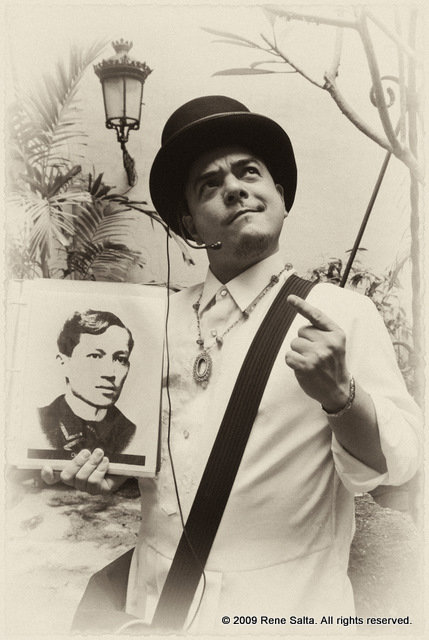 Carlos Celdran, in 19th-century period costume, holding up a photo of Jose Rizal