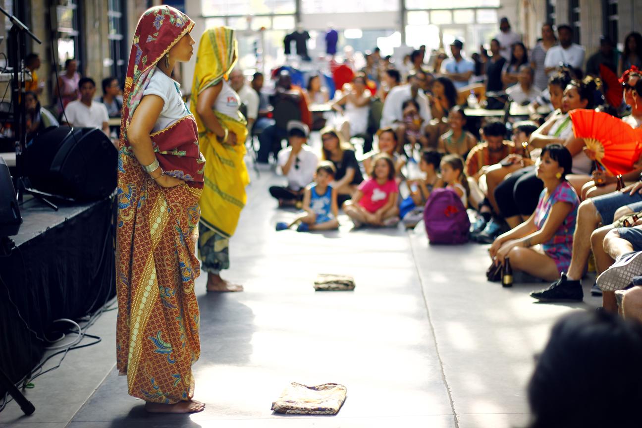 Jen Maramba and Diana Reyes performing Kappa Malong Malong with Romeo Candido and Alex Punzalan Jr. at Kultura 2012