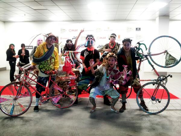 Jeff Garcia's psych bike crew + Maylee Todd! Source: Vinta_TO's Twitter