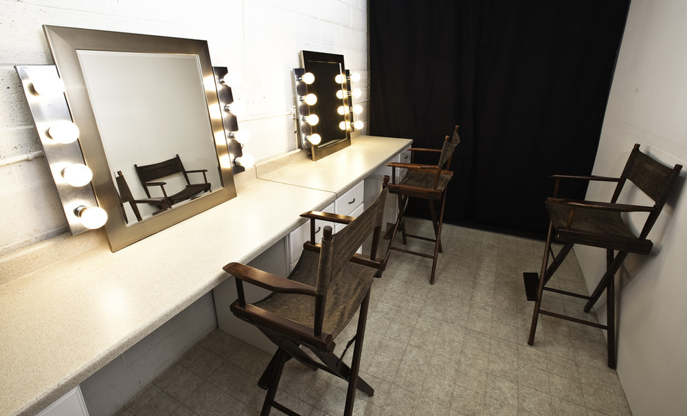 affordable-stage-make-up-room-los-angeles-ca.jpg