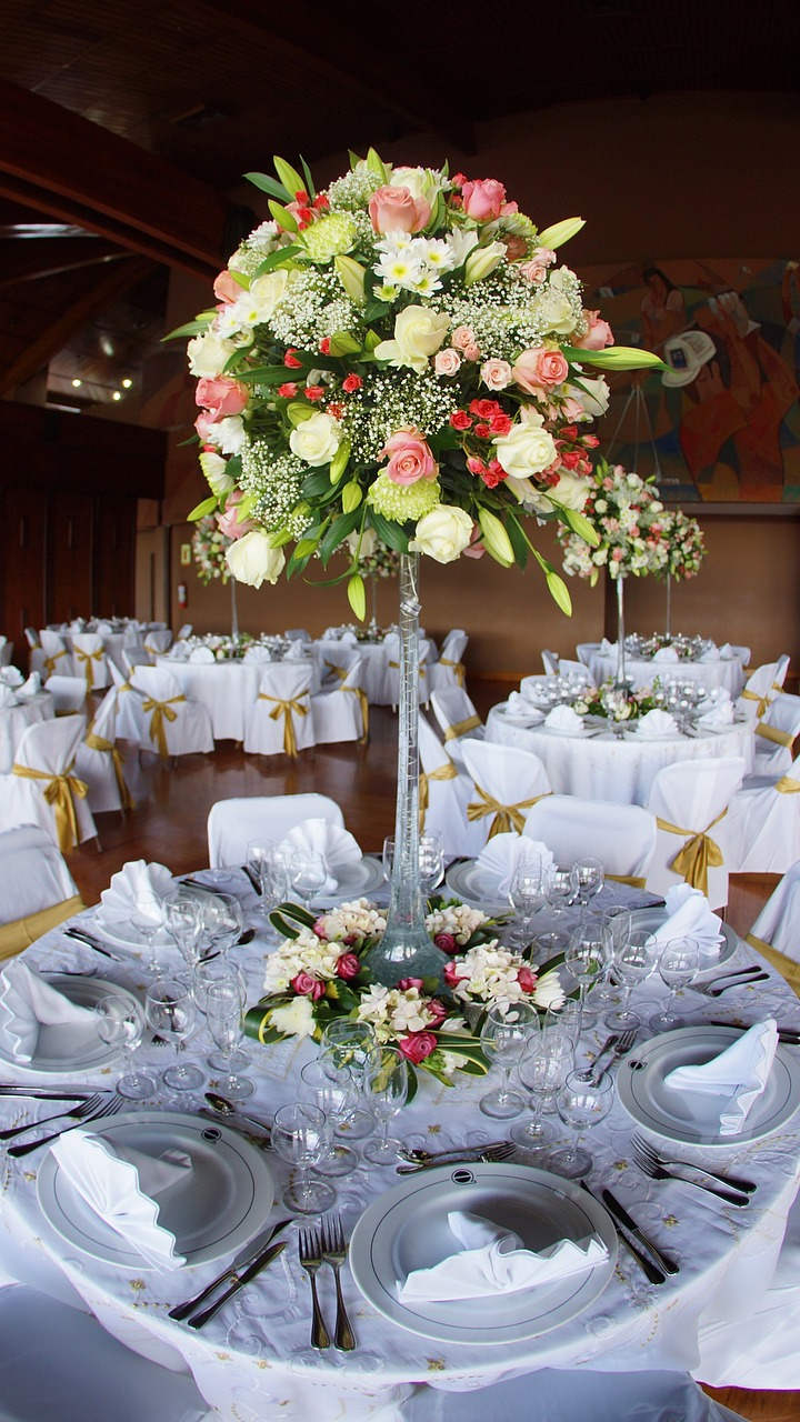 banquet-table-with-flower.jpg