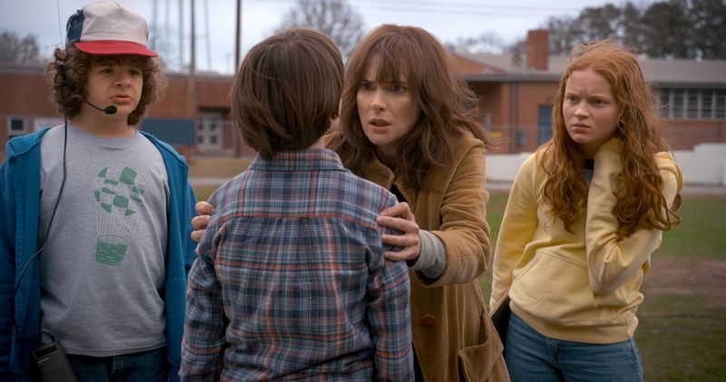 A135 C011 01230B 001.1296038 R  1 .jpg R  1  - First Sneak Look at Stranger Things Season 2