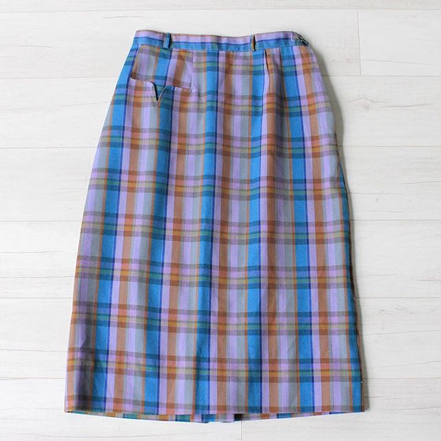 "$25 + s&h vintage 1950s plaid high waist pencil skirt, small front pocket on right hip, small waistband with belt loops, no stretch, metal zipper closure on side w/ button on waistband, mid-weight cotton blend, excellent condition, sz: x-small waist: 24"" hips: 33"" total length: 25""  #vintage #vintagestyle #vintagefashion #50sskirt #50sfashion #vintageskirt #instashop #1950s #plaid #purple #highwaist #pencilskirt"