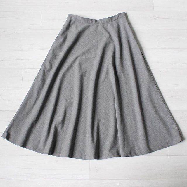 "$25 + s&h vintage 1990s high waist light grey wool blen midi skirt, soft texture, side zipper and clasp closure, excellent condition, beautiful drape sz: medium  waist: 30"" hips: free total length: 33.5""  #vintage #vintagestyle #vintagefashion #90sfashion #vintageskirt #greyskirt #instashop #classic #heathergrey #minimal #wool"
