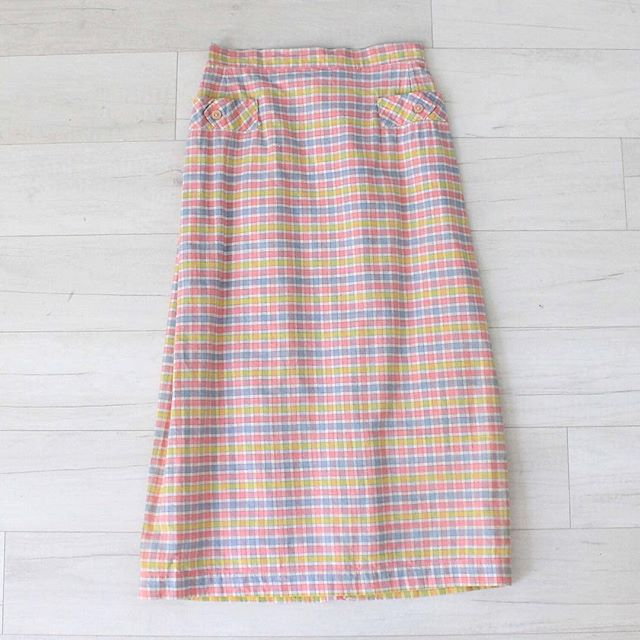 "$25 + s&h vintage 1950s pink plaid pencil skirt, high waist, cotton material w/ slight texture, small decorative pockets at hips with detailed pink buttons, back metal zipper closure w/ button at waistband, excellent condition, sz: x-small waist: 23"" hips: 32"" total length: 28""  #vintage #vintagestyle #vintagefashion #instashop #vintageskirt #vintagepencilskirt #vintageplaid #50sfashion #1950s #50s #highwaist"
