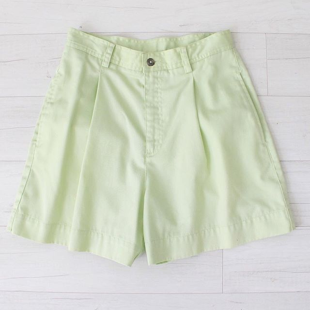 "$20 + s&h vintage citrus green shorts, high waist, cotton material, hidden front pockets, front zipper and button closure, belt loops around waistband, single back pocket, great condition, sz: small-medium waist: 27"" hips: 38"" rise: 12"" inseam: 4"" thigh circumference: 26"" bottom hem circumference: 27""  #vintage #vintagestyle #vintagefashion #instashop #vintageshorts #highwaist #green #shorts"