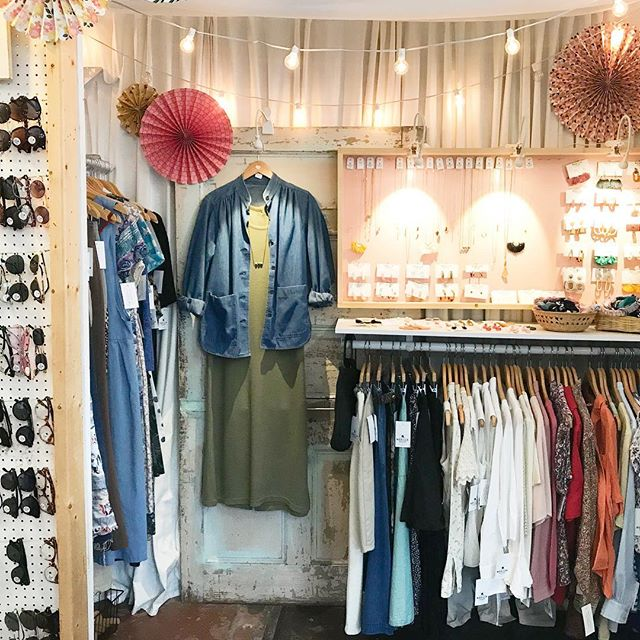 Both spaces at @designarchivesvintage in #dgso & #wsnc are fully stocked for your shopping pleasure this weekend! Happy Friday!