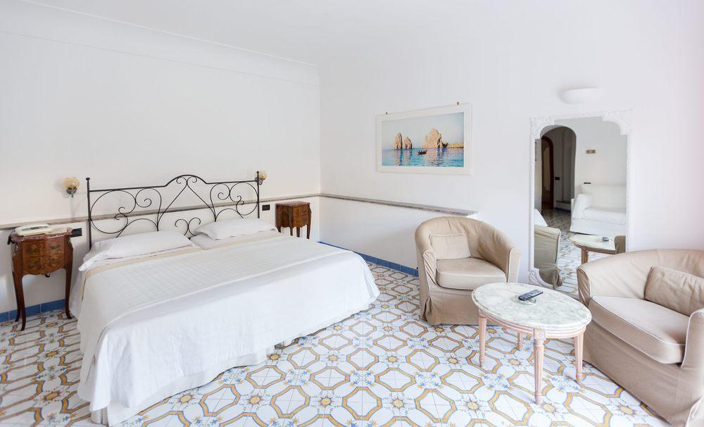 Hotel-Mamela-Capri-Italy-18.jpg