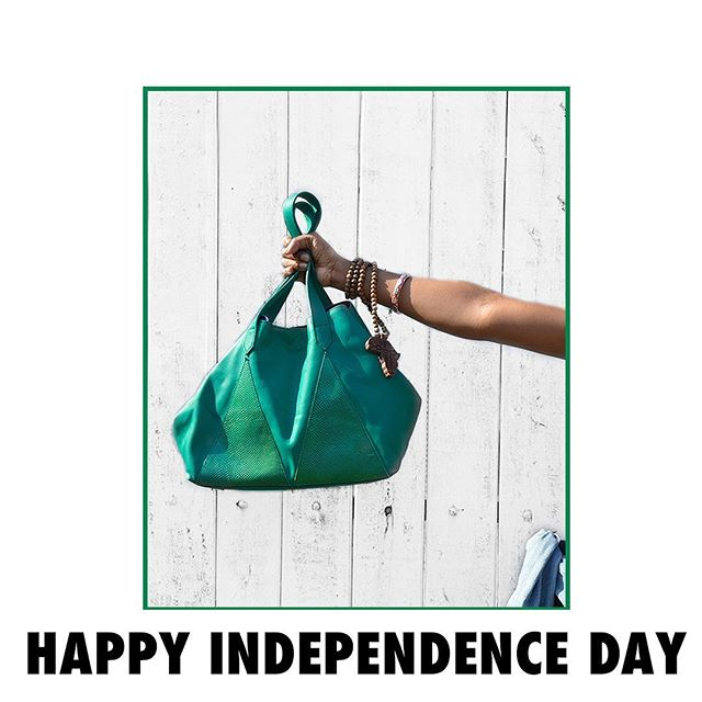 Happy Independence Day 🇳🇬! P.S. You can get your hands on this tote at Grey Velvet's Lekki Centro Mall store! Other colours are available at @ellelokko, Accra, Ghana 🇬🇭 Enjoy the long weekend! #LoveMarte