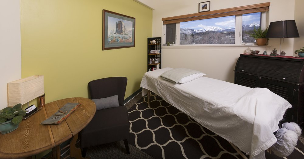 Groundswell Acupuncture treatment room wide.jpg