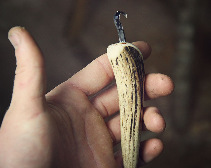 Nic Westermann's tiny crook knife with its brand new antler handle. I bevelled the edge of the handle even more later to improve comfort.