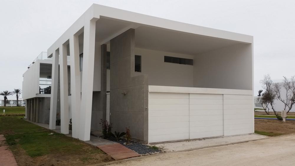 Diego del Castillo - oaudarq - casa de playa EC (1).jpg