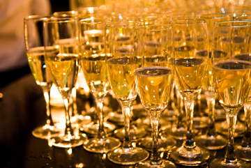 COMPLIMENTARY CHAMPAGNE TOAST WHEN YOU BOOK A BIRTHDAY CELEBRATION OR BRIDAL SHOWER (15+ GUESTS)