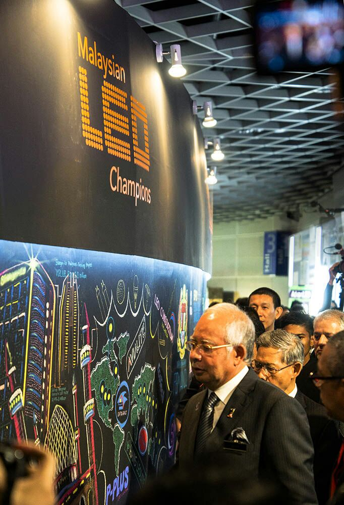 YAB Dato' Seri Najib's visit to Malaysian LED Champions chalk mural and sign on the wall @ SMIDEX 2014
