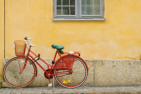 Oh look! It's ANOTHER bike leaning against a wall. Who would have guessed?